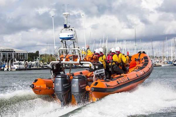 RNLI daybreak call for lymington rnli volunteers 600x400