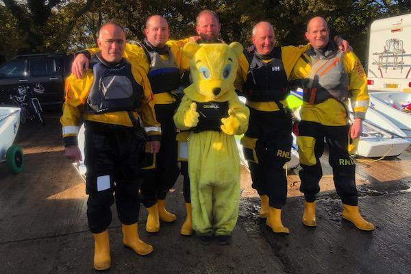 Lymington RNLI Crew preparing for their race 600x400