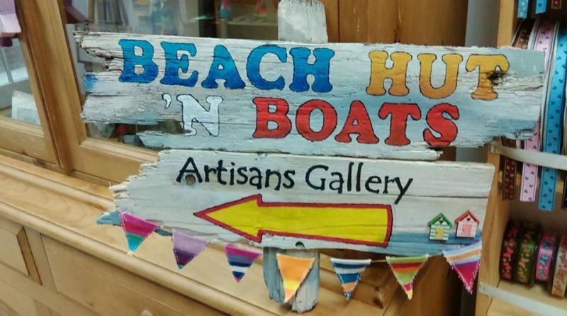 Beach Hut 'n Boats