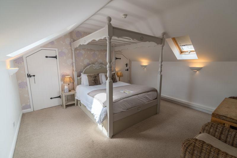 Cottage Lodge Hotel - Gillies Holt room