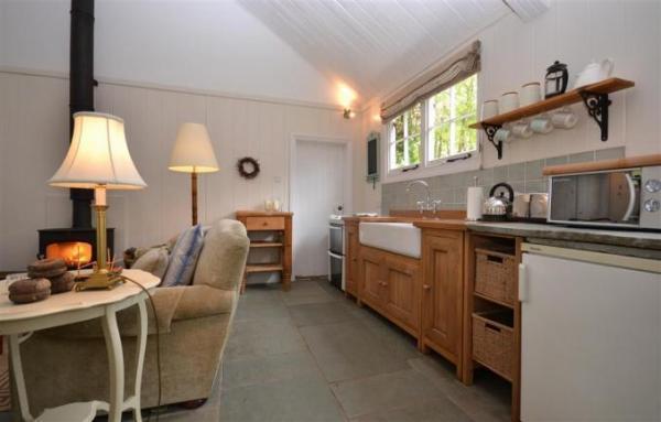 Oak Tree Cottage kitchen