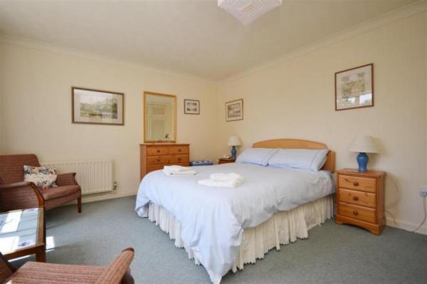8 Admirals Court Bedroom