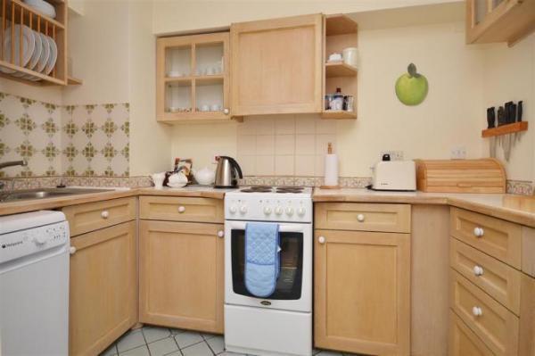 8 Admirals Court kitchen