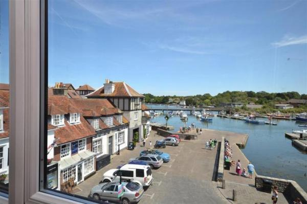 8 Admirals Court, holiday apartment, Lymington