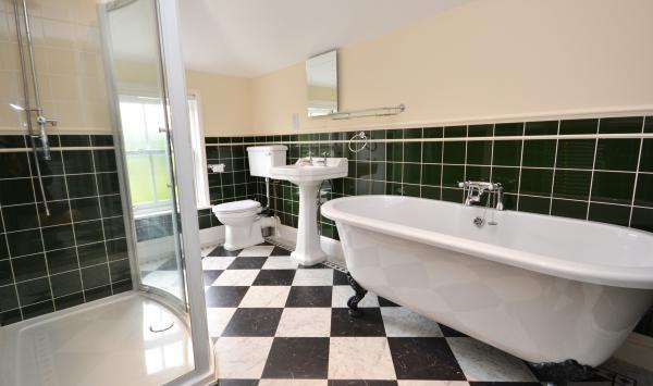 Damson Cottage family bathroom
